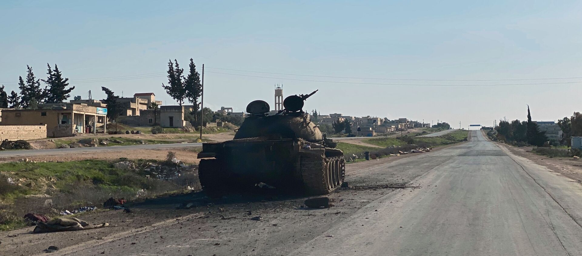 Освобожденная от боевиков автомобильная дорога  Дамаск - Алеппо в Сирии - Sputnik Армения, 1920, 06.08.2021