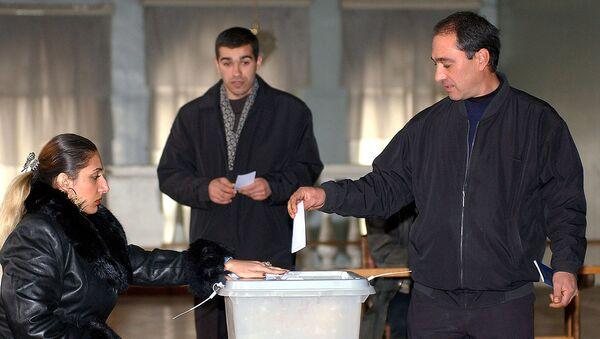 Референдум по конституционным поправкам, одобренным Западом, но бойкотированных оппозицией (27 ноября 2005). Еревaн - Sputnik Արմենիա