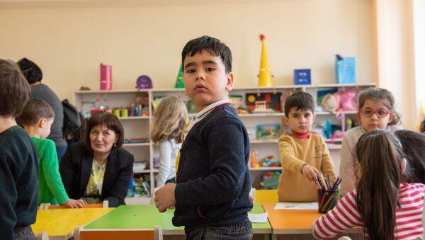 Ученик-филиппинец Пиер Роджер Кудачян в школе им. Ашота Навасардяна - Sputnik Արմենիա