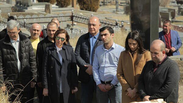 Похороны убитой 43-летней Марине Х. (11 марта 2020). Гюмри - Sputnik Արմենիա