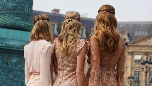 Стилист из Нидерландов Фиона Франшимон решила раз и навсегда решить проблему повседневных и праздничных причёсок и придумала шпильки для волос - Sputnik Армения