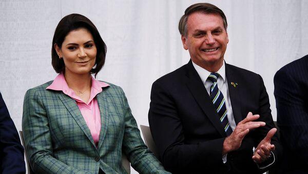 Президент Бразилии Жаир Больсонаро с супругой Мишель Больсонаро во время встречи с бразильской общиной в аудитории колледжа Майами Дейд (9 марта 2020). Майами - Sputnik Армения