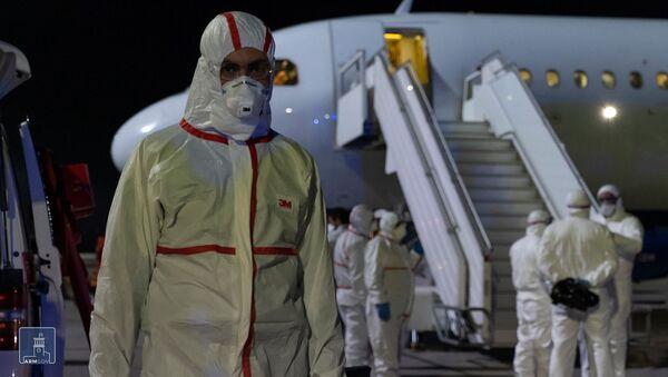 Встреча пассажиров спецрейса из Италии в аэропорту Звартноц (16 марта 2020). Еревaн - Sputnik Արմենիա