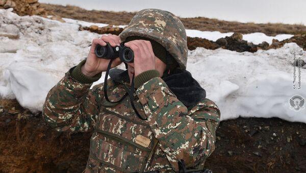 Армянские военнослужащие во время практических занятий по боевой подготовке - Sputnik Արմենիա
