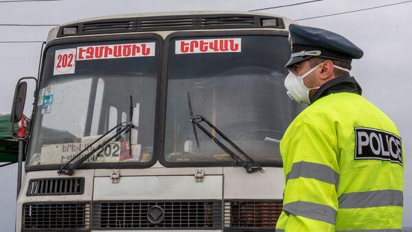 Контрольно-пропускной пункт при выезде из Эчмиадзина (17 марта 2020). Армавир - Sputnik Армения