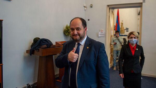 Араик Арутюнян после пресс-конференции (18 марта 2020). Еревaн - Sputnik Արմենիա