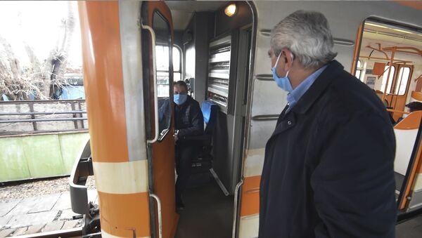Как в Ереванском метро борются с коронавирусом  - Sputnik Армения