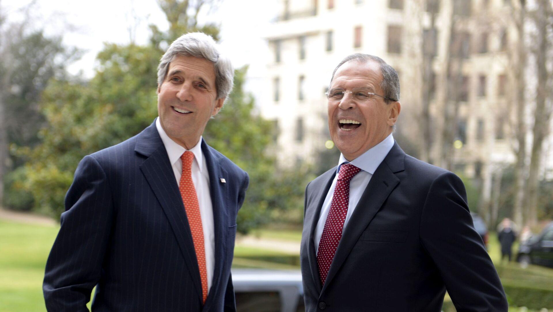 Госсекретарь США Джон Керри и министр иностранных дел РФ Сергей Лавров во время переговоров в Париже - Sputnik Армения, 1920, 12.07.2021