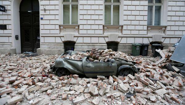 Разрушенный автомобиль после землетрясения в Хорватии (22 марта 2020). Загреб - Sputnik Արմենիա