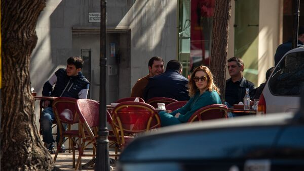 Уличные кафе во время чрезвычайной ситуации (23 марта 2020). Еревaн - Sputnik Армения