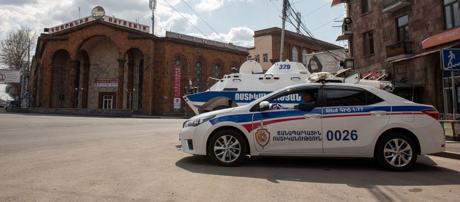Бронетехника и полиция на улицах Еревана во время чрезвычайной ситуации (25 марта 2020). Ереван - Sputnik Армения, 1920, 20.06.2021