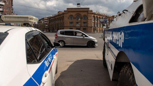 Бронетехника и полиция на улицах Еревана во время чрезвычайной ситуации (25 марта 2020). Ереван - Sputnik Армения