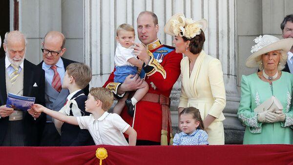 Принц Великобритании Уильям и Кейт, герцогиня Кембриджская, с детьми Джорджем, Шарлоттой и Луи (8 июня 2019). Лондон - Sputnik Արմենիա