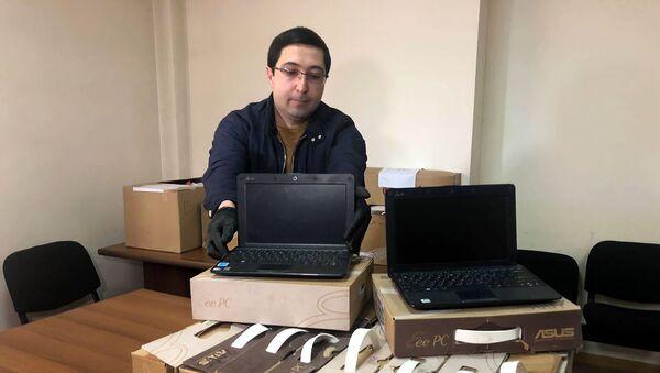 Футбольный клуб Шитак передал администрации Ширака 150 компьютеров для малообеспеченных семей региона (1 апреля 2020). Гюмри - Sputnik Արմենիա