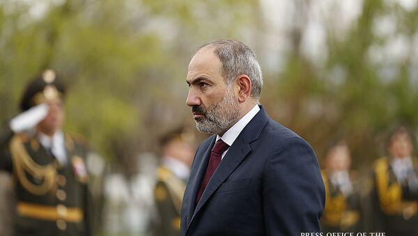 Премьер-министр Никол Пашинян в Пантеоне Ераблур почтил память героев, погибших во время апрельской войны (2 апреля 2020). Еревaн - Sputnik Արմենիա