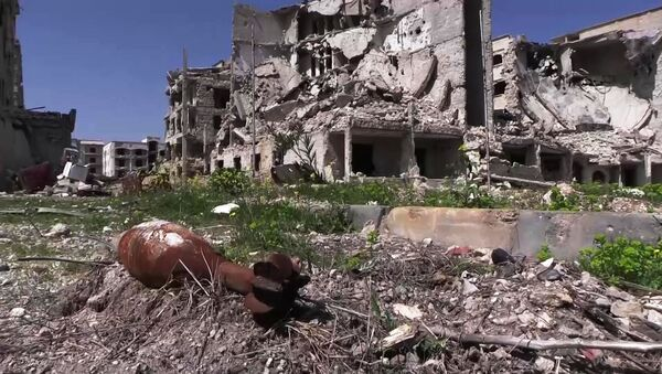 Разрушенные дома в районе Эль-Хамдания на окраине города Алеппо - Sputnik Армения