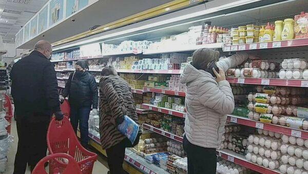 Покупатели в супермаркете Yerevan City (4 апреля 2020). Еревaн - Sputnik Армения
