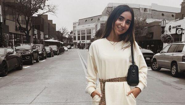 Талар Малкаджян разукрасила кофейные чашки с блюдцами в лучших традициях haute couture - Sputnik Армения