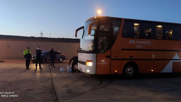 Грузия предоставила транзитный коридор для двух автобусов с гражданами Армении, приезжающих из Турции (9 апреля 2020). Грузия - Sputnik Արմենիա