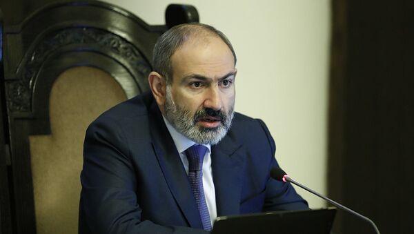 Премьер-министр Никол Пашинян на заседании комиссии, координирующей работу по предотвращению распространения коронавируса в Армении (11 апреля 2020). Еревaн - Sputnik Армения
