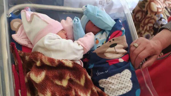 Новорожденные двойняшки в медицинском центре Алаверди (14 апреля 2020). - Sputnik Армения