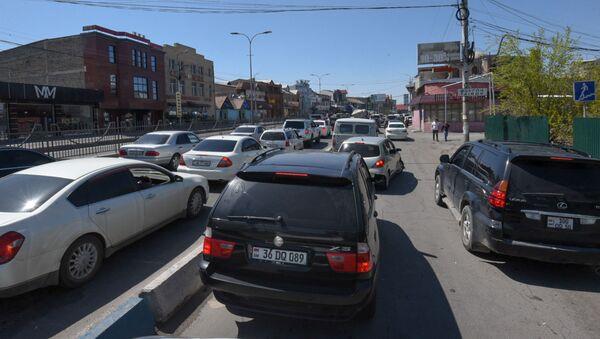Пробка в Аргаванде из-за акции протеста водителей общественного транспорта (14 апреля 2020). Еревaн - Sputnik Արմենիա