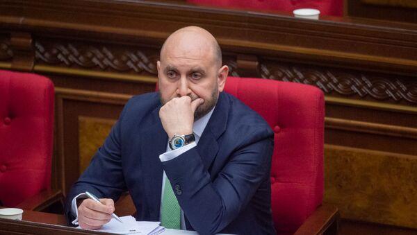 Кандидат на пост председателя ЦБ Мартин Галстян на заседании Национального собрания (16 апреля 2020). Еревaн - Sputnik Արմենիա