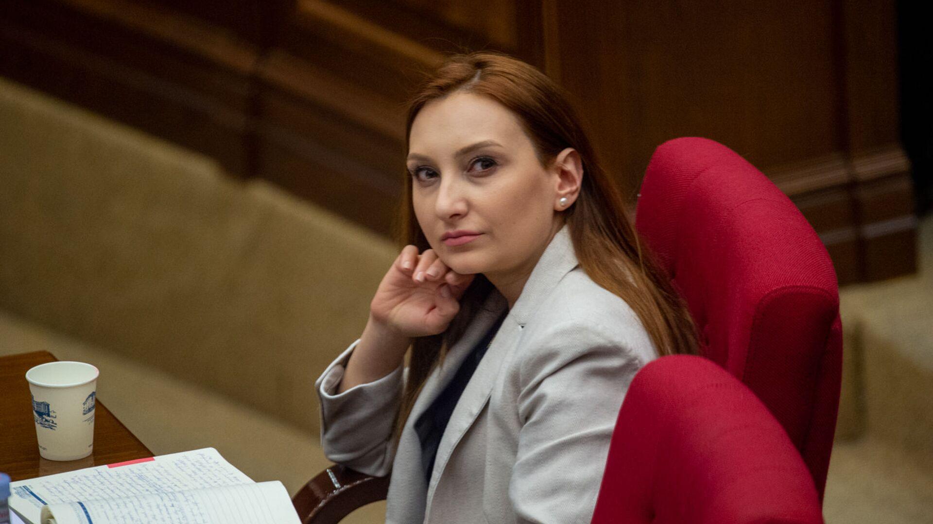 Министр культуры Лилит Макунц на заседании Национального собрания (16 апреля 2020). Еревaн - Sputnik Армения, 1920, 22.09.2021