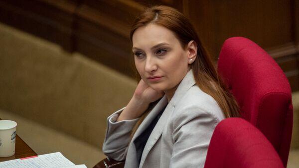Министр культуры Лилит Макунц на заседании Национального собрания (16 апреля 2020). Еревaн - Sputnik Армения