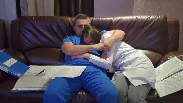 Супруги медработники Георгий и Татев Кантария - Sputnik Армения