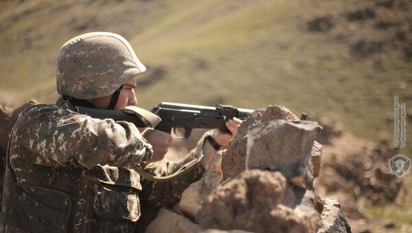 Армянские военнослужащие на практических занятиях по боевой подготовке - Sputnik Армения