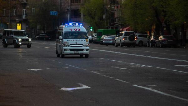 Карета скорой помощи на улице Пароняна - Sputnik Армения