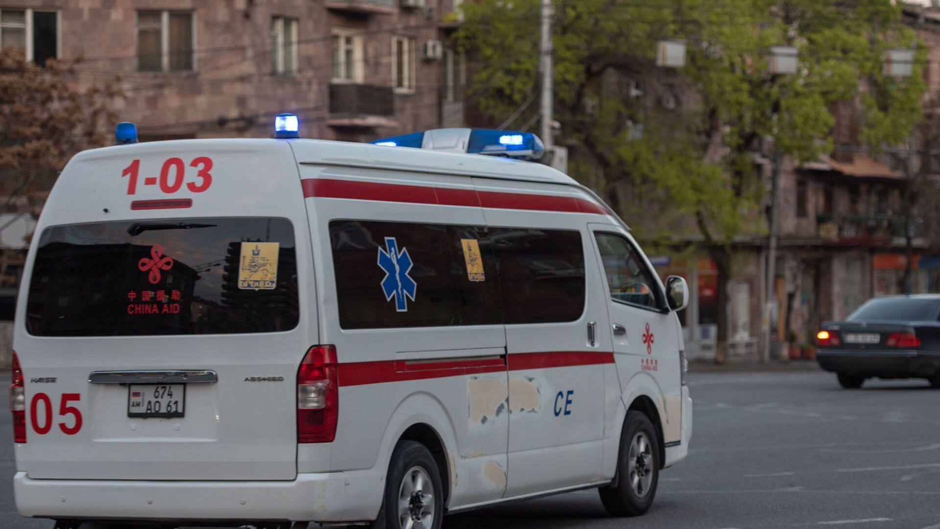 Карета скорой помощи на улице Пароняна - Sputnik Армения, 1920, 27.09.2021