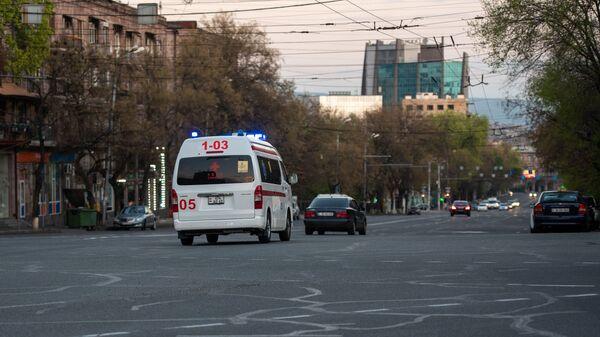 Карета скорой помощи на улице Григора Лусаворича - Sputnik Армения