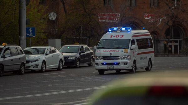 Карета скорой помощи на улице Григора Лусаворича - Sputnik Արմենիա