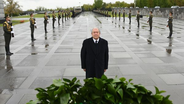 Президент Армении Армен Саркисян почтил память жертв Геноцида в Османской империи (24 апреля 2020). Еревaн - Sputnik Արմենիա
