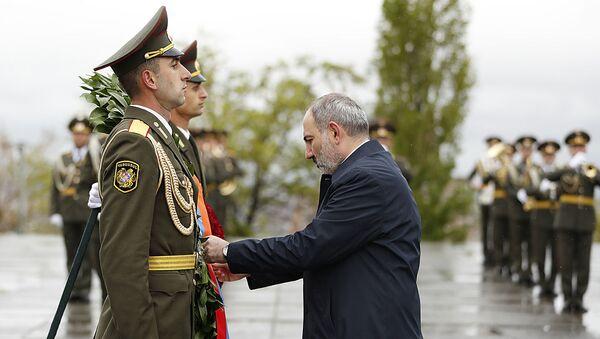 Премьер-министр Армении Никол Пашинян с супругой почтили память жертв Геноцида в Османской империи (24 апреля 2020). Еревaн - Sputnik Армения