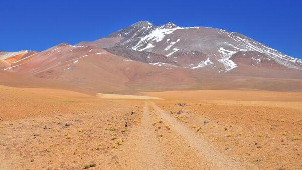 Вулкан Льюльяйльяко в пустыне Атакама - Sputnik Армения