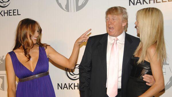 Мелания Трамп, Дональд Трамп и модель Хайди Клум на презентации The Trump International Hotel & Tower Dubai в Нью-Йорке  - Sputnik Արմենիա