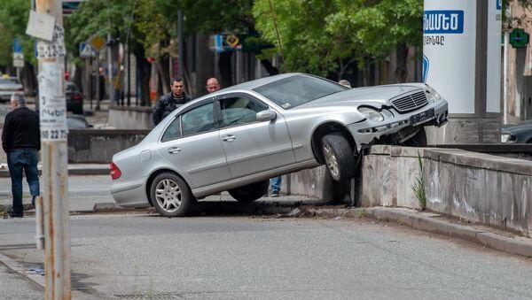 Дорожно-транспортное происшествие на перекрестке улиц Ханджяна и Вардананц - Sputnik Армения