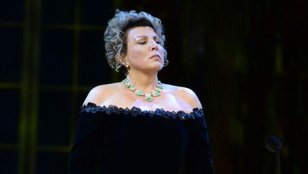 Оперная певица Мария Гулегина выступает на концерте Оперный бал (28 октября 2014). Москвa - Sputnik Армения