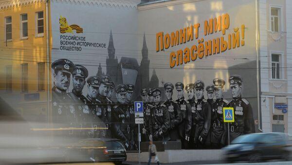 Граффити Советские лётчики художника Максима Торопова ко Дню победы  - Sputnik Армения