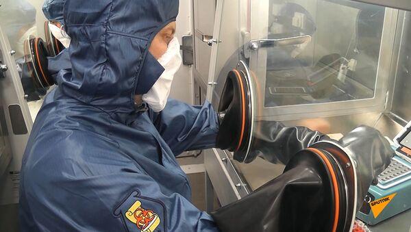 Российские специалисты протестировали на коронавирус военных армянской армии и  базы ЮВО - Sputnik Армения