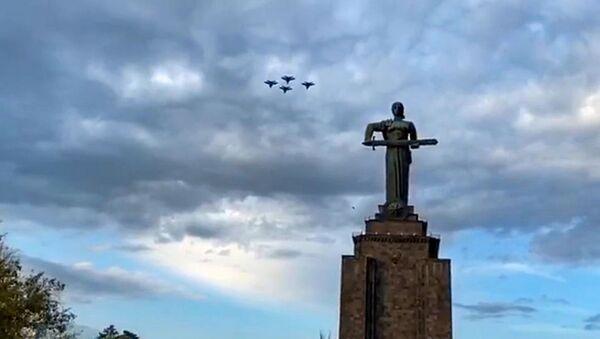 Тренировочные полёты самолётов ЮВО МО РФ в Ереване перед авиапарадом 9 мая - Sputnik Армения