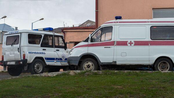 Автомобили полиции и скорой помощи на месте преступления (29 апреля 2020). Гавар - Sputnik Армения
