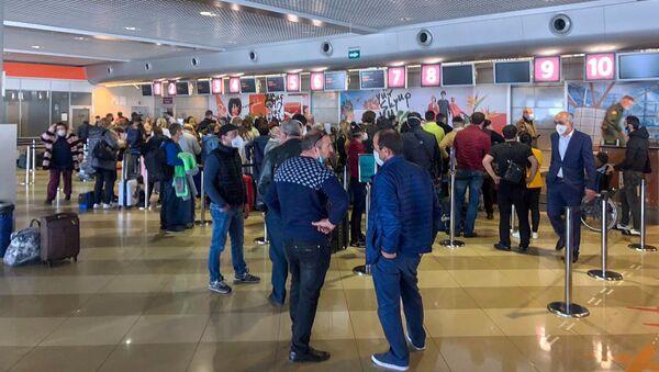 Регистрация пассажиров спецрейса Киев-Еревaн-Киев (28 апреля 2020). Киев - Sputnik Армения