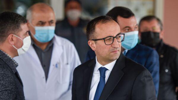Министр здравоохранения Арсен Торосян в медцентре Гавара (29 апреля 2020). Гавар - Sputnik Армения