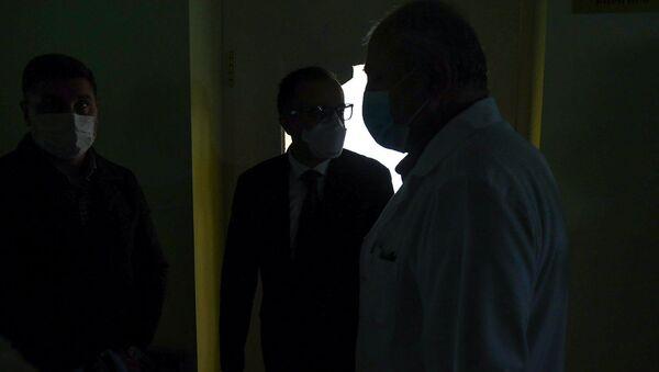 Министр здравоохранения Арсен Торосян в медцентре Гавара (29 апреля 2020). Гавар - Sputnik Արմենիա