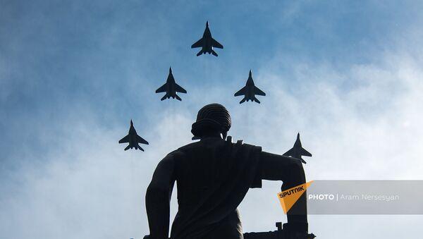 Тренировочные полёты самолётов ЮВО МО РФ перед авиапарадом 9 мая (29 апреля 2020). Еревaн - Sputnik Արմենիա