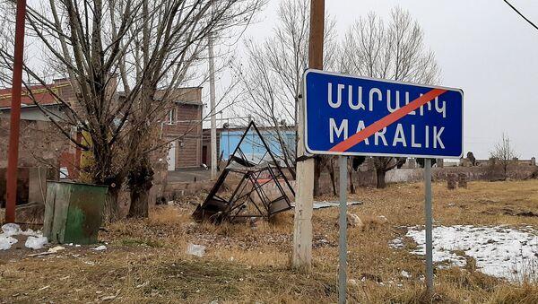 Дорожный знак при выезде из Маралика - Sputnik Армения
